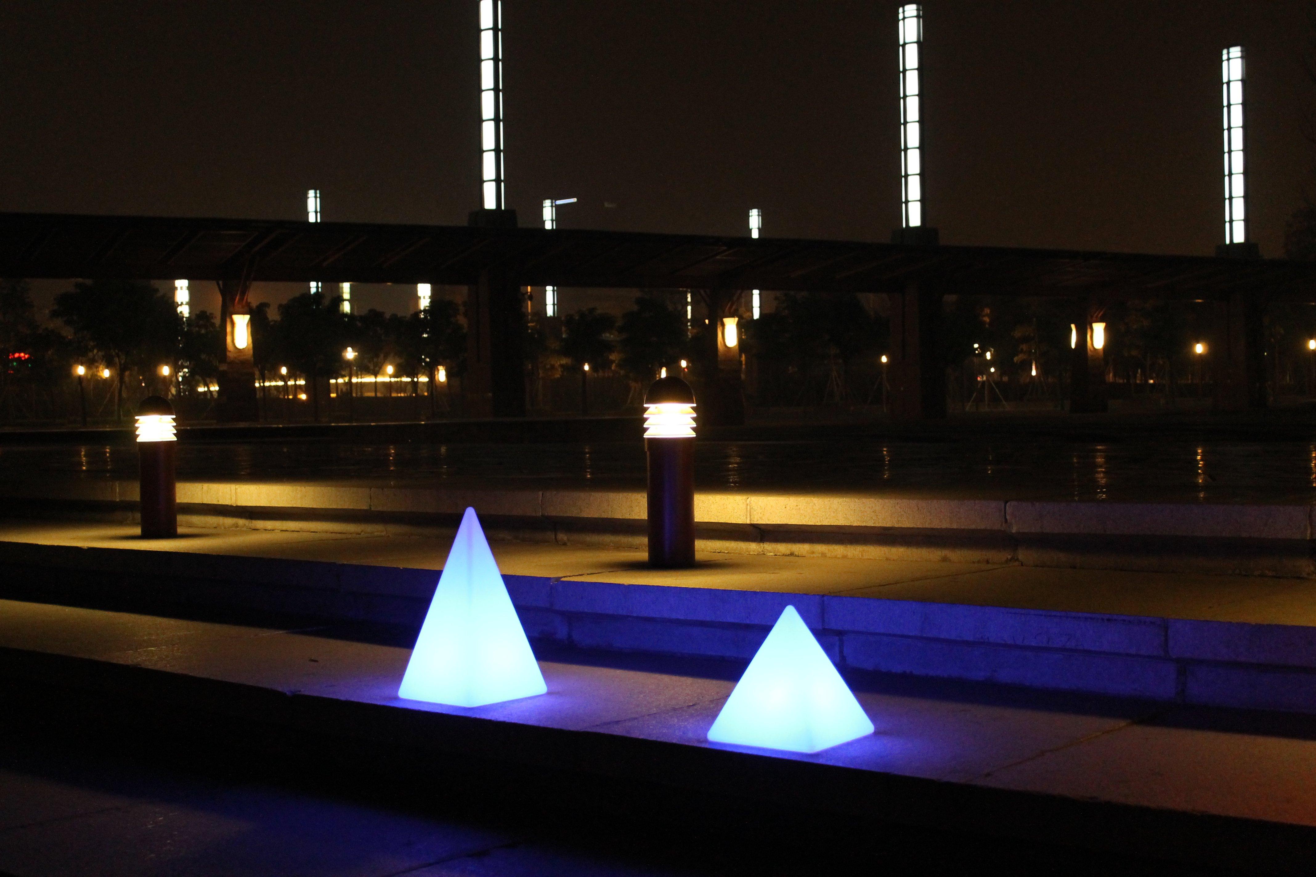 Kasvuhooned klaaskasvuhooned angaarid valgustus for Luminaire de jardin led
