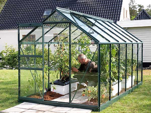 Kasvuhoone-klaasist-kattega