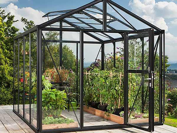Kasvuhoone karastatud klaasist kattega