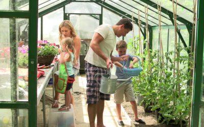 Kasvuhoone lisavarustus ja aiakaubad.