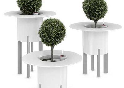 Kastmissüsteemiga-lillepotid-lauaga