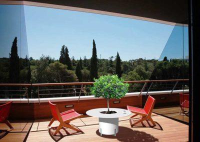 Lillepott laud terrassile
