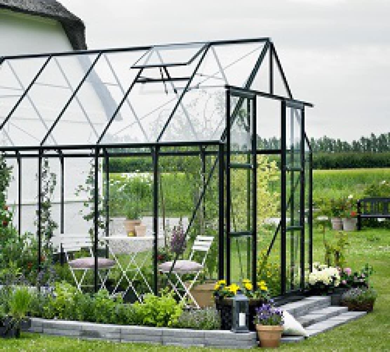 Kasvuhoone klaasist kattega