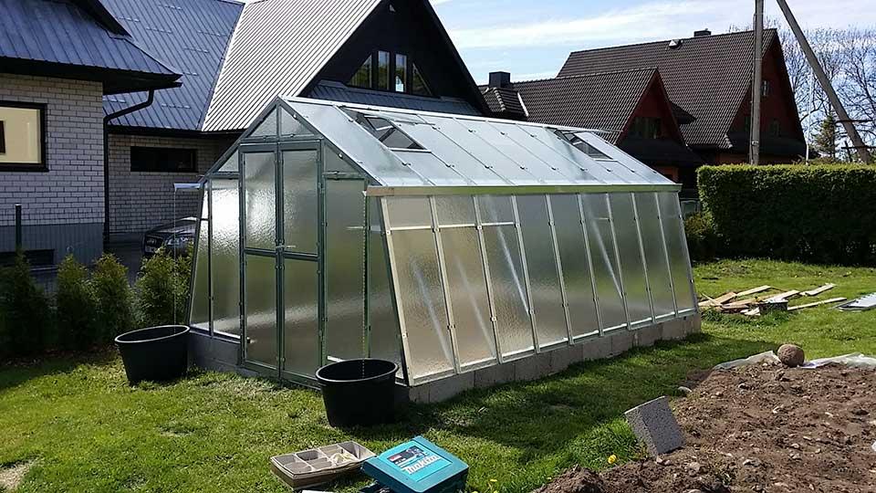 Kasvuhoone aiandusliku klaasiga