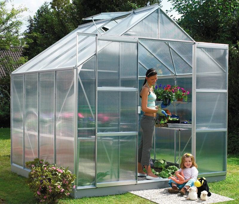 Kasvuhoone polükarbonaadist kattega