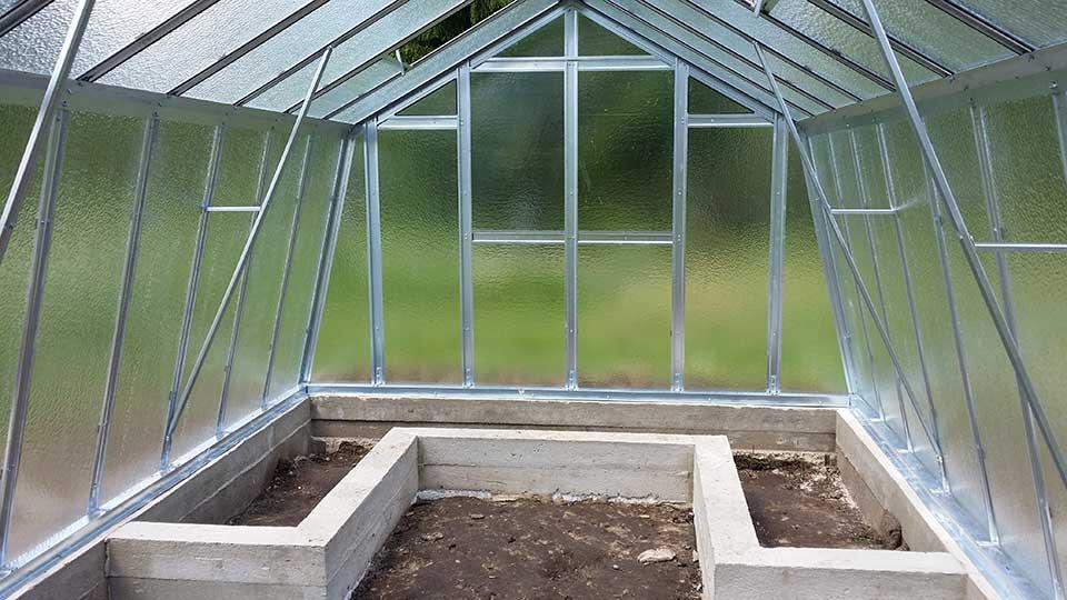 Kasvuhoone betoonvundament koos sisepeenardega
