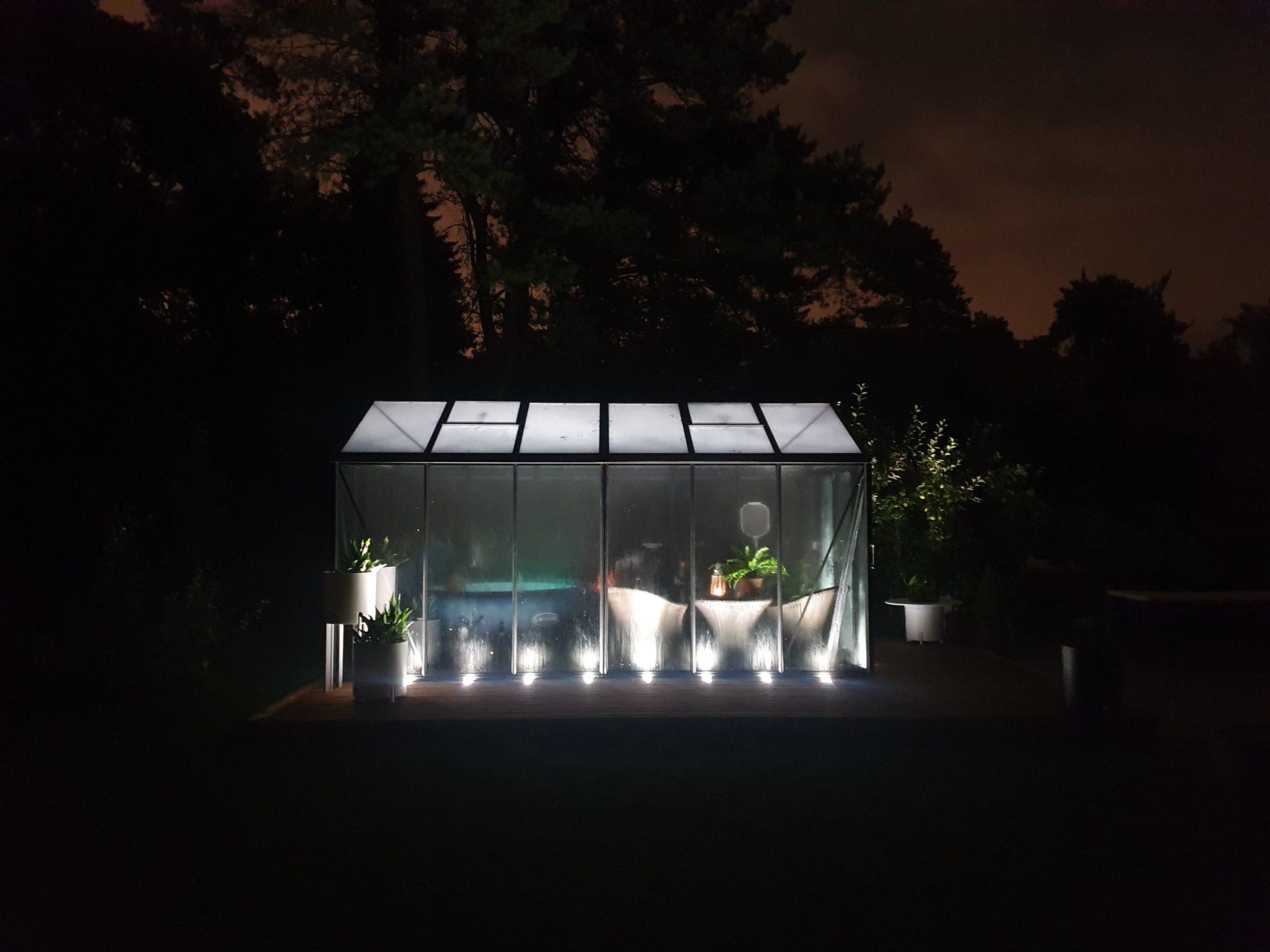 Kasvuhoone SPA valgustusega